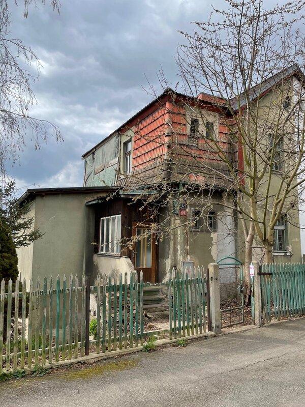 Prodej domu se zahradou k rekonstrukci s hotovým